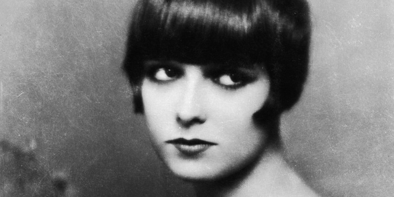 1926:  American actress Louise Brooks (1906 - 1985), the star of 'Pandora's Box'.  (Photo by Edward Thayer Monroe/John Kobal Foundation/Getty Images)